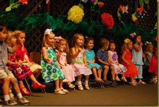 g 2 year old school play (15)