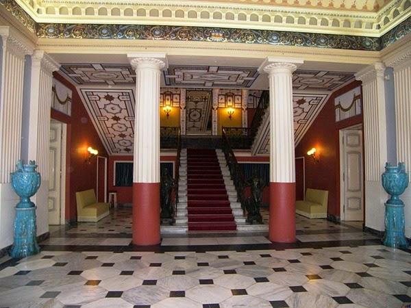La escalera principal del Achilleion