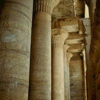 34.- Sala hipóstila del templo de Horus
