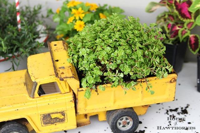 Vintage-Truck-Planter-5929