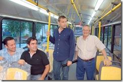 Juan Pablo de Jesús en la nueva unidad de transporte público