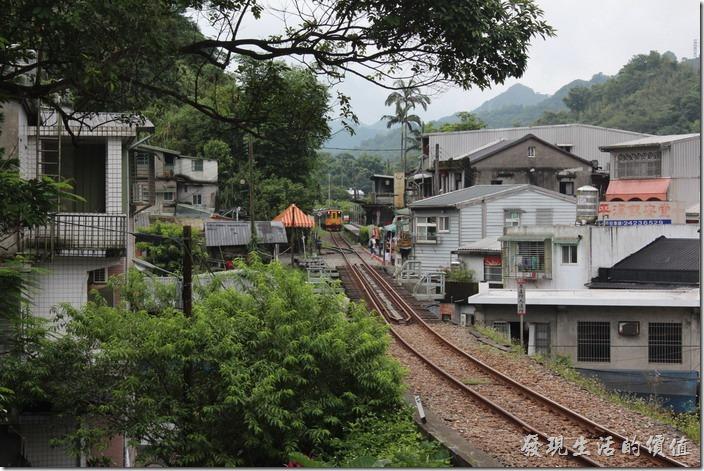 平溪站,火車來了。