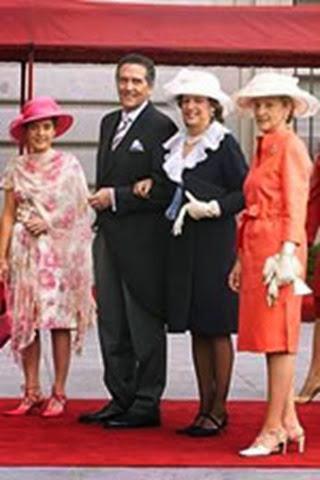 El presentador de televisión Fernando Schwartz junto a otros asistentes a la boda
