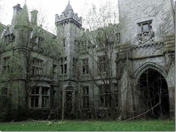 abandoned-castle-belguim-3