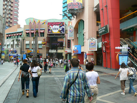 Imagini Osaka: plin de magazine si restaurante americane