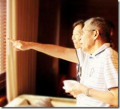 采薇和橫明指著遠方, 那不就是四四兵工廠、四四南村的舊址