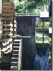 Binderveld, Molenstraat: de Elsbroekmolen (zie http://www.molenechos.org/molen.php?AdvSearch=1229)