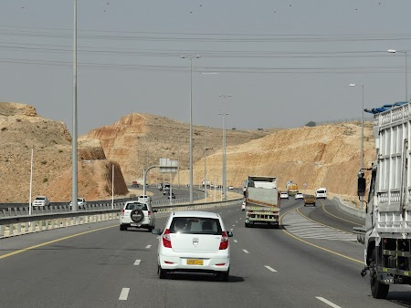 02. Autostrazi prin Muscat.JPG