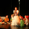Królewna Śnieżka bawi się z krasnoludkami