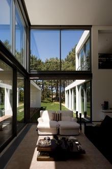 ventanas-de-cristal-Casa-Arquitecto-Frederico-Valsassina_thumb[1]