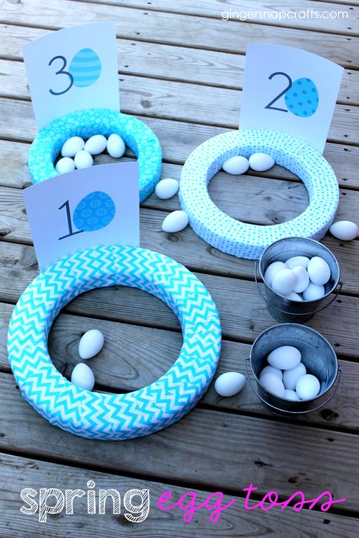 Spring Egg Toss at GingerSnapCrafts.com #spring #eggtoss #kidsgame #makeitfuncrafts