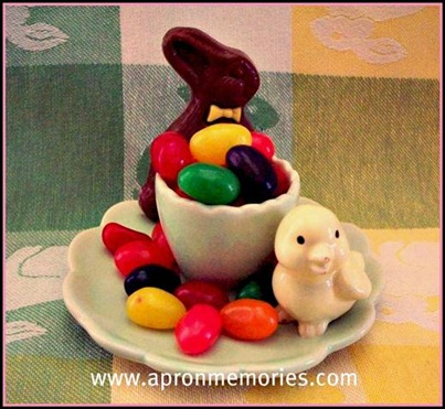 Chick egg holder with jelly beans choco rabbit www (Small)