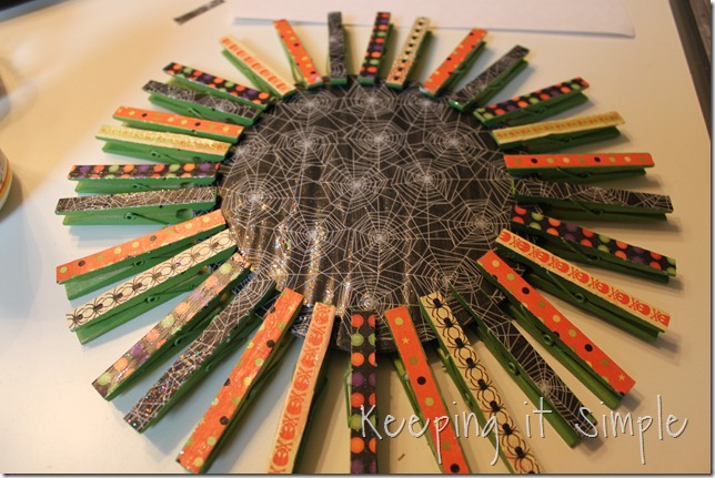 clothes pin Halloween wreath (9)