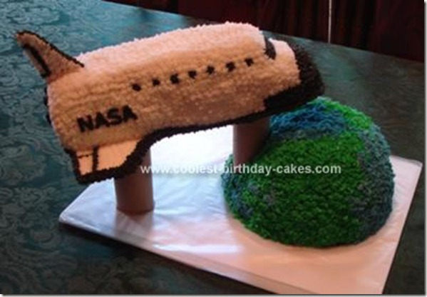 nasa-shuttle-orbiting-earth-cake-13-21348330