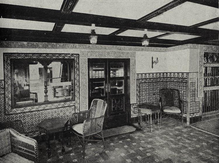 CRISTOBAL COLON. Verandah. Foto del LIBRO DE INFORMACIÓN PARA EL PASAJERO. COMPAÑÍA TRASATLANTICA DE BARCELONA. AÑO 1928.jpg