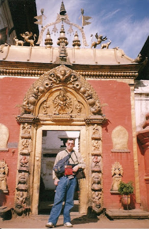 Things to do in Nepal: see the Golden Gate of Bhaktapur
