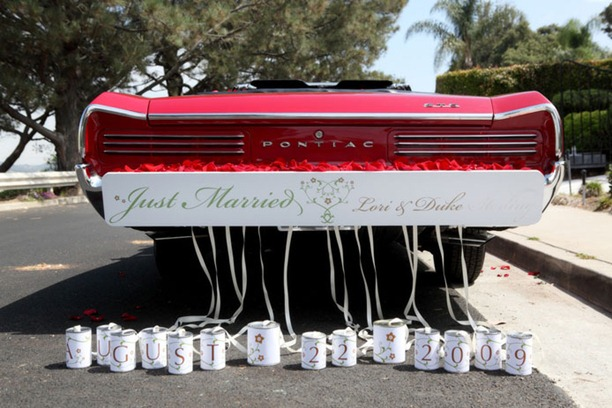 wedding-car-dress-up-cans-jewelry