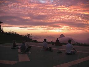 Meditação no Mirante Dona Marta às 5h30, sol nascendo