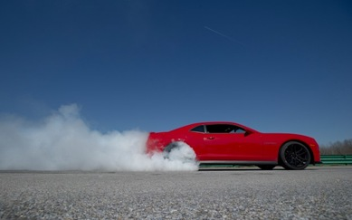 2012-Chevrolet-Camaro-ZL1-burnout-623x389