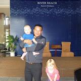 Tjeneren på River Beach hotellet i Hoi An, der var vældig glad for vores to børn, og de endte også med at være glad for ham.