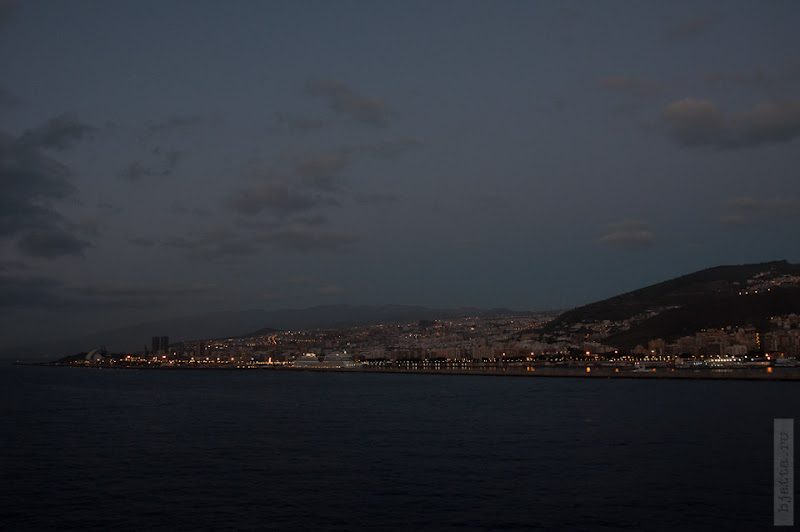 Каюсь, так много снимал порт, в надежде увидеть Тейде с палубы.
