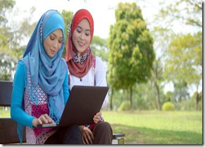 kontroversi-pakai-jilbab-tapi-baju-ketat-dan-tidak-menutup-dada
