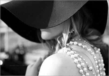 beautiful-blackampwhite-girl-pearls-woman-Favim.com-160274_thumb[4]