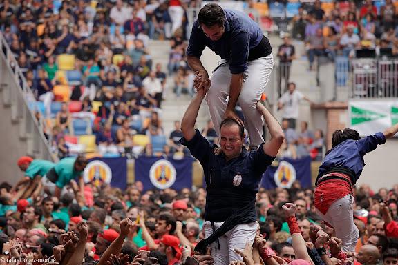 Xiquets del Serrallo, 3 de 7 amb agulla.XXIIIe Concurs de Castells a Tarragona.Tarraco Arena Placa (antiga placa de braus).Tarragona, Tarragones, Tarragona