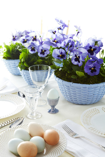 The small scale of both pansies and muscari make them ideal for table centerpieces.  Guests have unobstructed views of one another, which is key at a sit-down gathering.