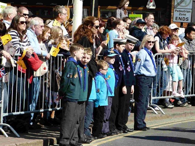 Scouts, cubs, beavers and sea cadets на праздновании дня рождения Шекспира в Стратфорде