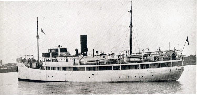 El MIGUEL PRIMO DE RIVERA, luego Ciudad de Algeciras en estado de origen. Obsérvense las superestructuras abiertas. Foto muy rara. The Motor Ship.1.927.JPG