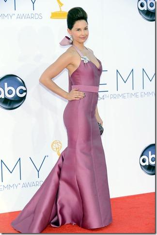 64th Annual Primetime Emmy Awards Arrivals O0LzNPRhZa1l
