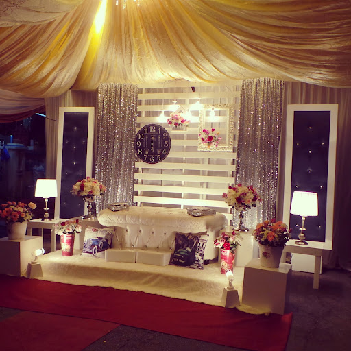 Pelamin Fresh Flowersa Combination Of Simple Elegant English Vintage