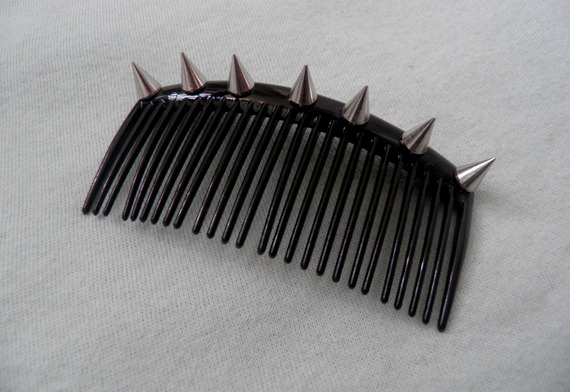 DIY SPIKED HAIR COMB