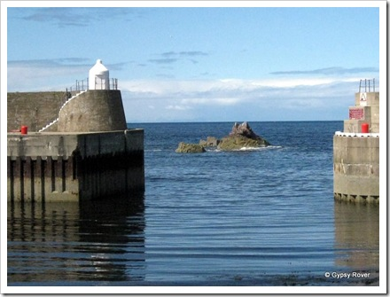 Narrow passage into Findochty harbour.