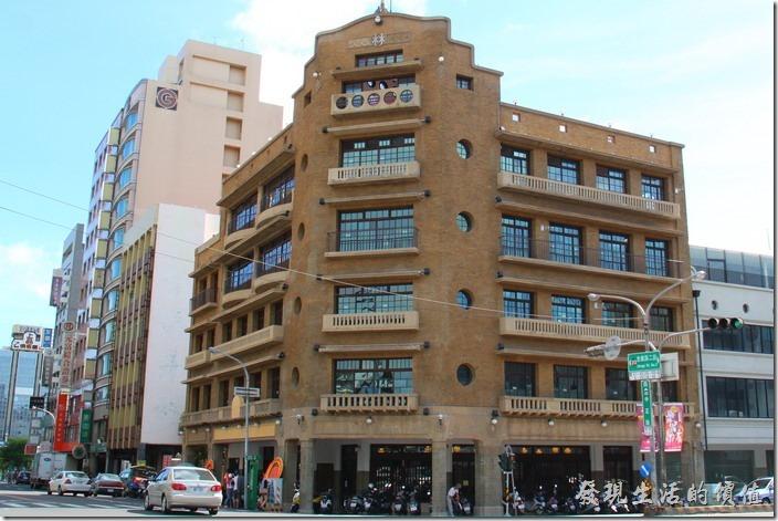 台南林百貨的外觀,這棟樓在當時可是豪華及流行的象徵。