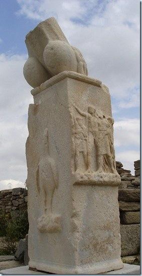 Altar_fálico_de_Dionisos_en_Delos