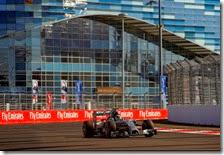 Hamilton percorre la curva 3 di Sochi