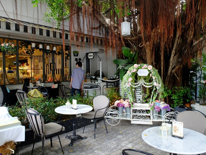 Bangkok Food Guide: Best Must Try Cafes in Bangkok