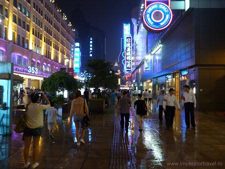 13. strada comerciala din Shanghai.JPG