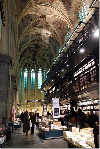 """mooiste boekwinkel van de wereld  """"Boekhandel selexyz dominicanen in Maastricht"""""""