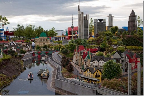 the_craziest_lego_model_is_in_germanys_legoland_640_01