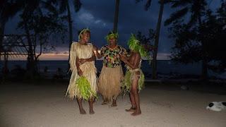 Vorführung traditioneller Kleidung; Anelcauhat, Aneityum.