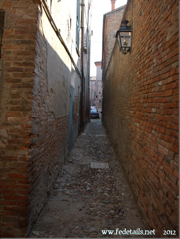 Vicolo dei Duelli ( foto 2 ), Ferrara, Emiliaromagna, Italy - Alley of Duels ( photo 2 ), Ferrara, Emiliaromagna , Italy- Property and Copyright of www.fedetails.net