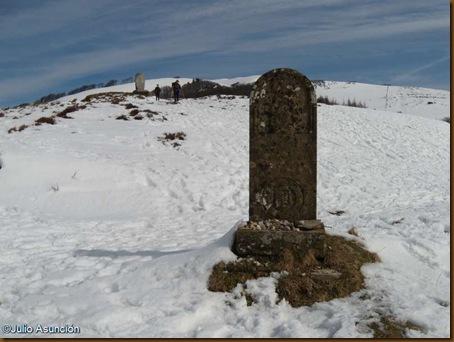 Estela a la Virgen de Roncesvalles y monumento a Roldán