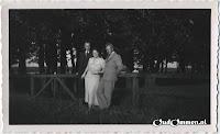 Links de heer en mevrouw Hidding en rechts (meester) J.H. Katerberg.
