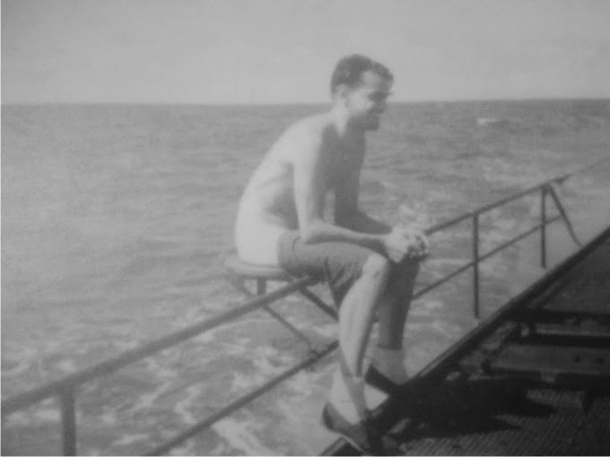 Submarinista-lanzando-un-torpedo