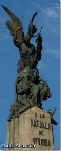 La Victoria y España liberando al pueblo - Monumento a la batalla de Vitoria
