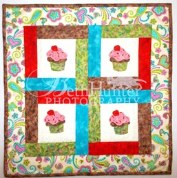 cr-cupcake-wallhanging