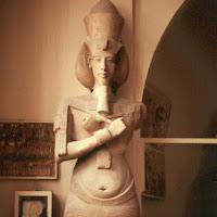 16.- Faraón Akhenatón